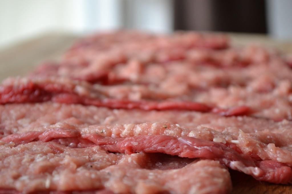 Farserede ruller af okseinderlår med spinat og kantareller - opskrift - Valisét Pontremolesi