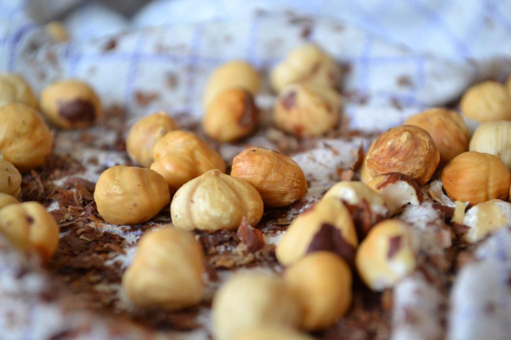Hasselnøddeis og krokant opskrift