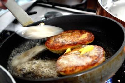 Kartoffelravioli med syltede kantareller