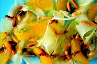 Fennikelsalat med appelsin, pinjekerner og indkogt balsamico