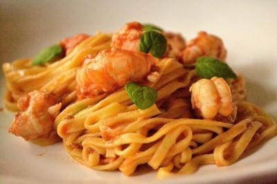 Hjemmelavet Spaghetti med jomfruhummer, tomat og mynte
