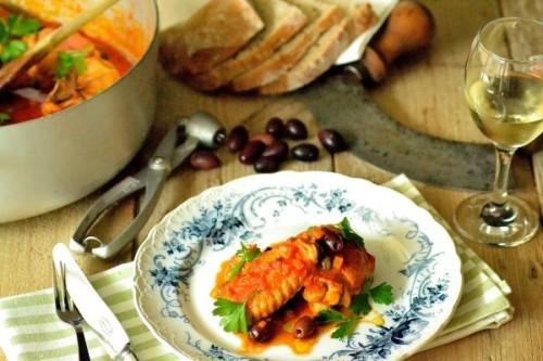 Jægerens kyllingegryde med tomat, oliven og kapers