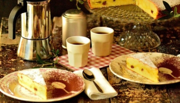 Kage med konditorcreme og pinjekerner - Pinolata