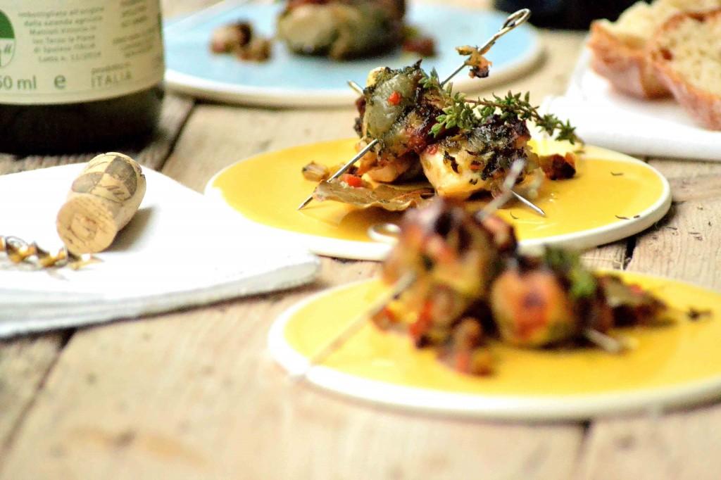 Kaninspyd med lardo og krydderurter