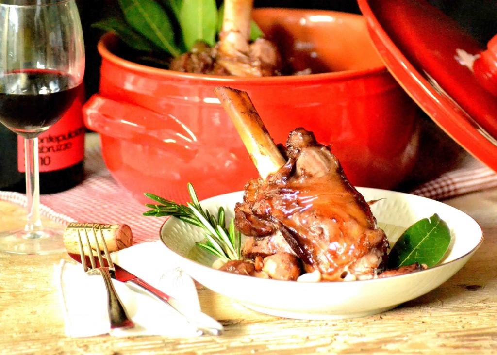 Ovnstegt lammeskank med eddike, honning og hvid bønnecreme